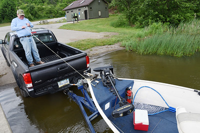 Retiree Steve Taylor of Cabot, former operations director at PPG, pulls is boat in prior to a story at the 528 boat launch at Lake Arthur Wednesday afternoon. Harold Aughton/Butler Eagle.