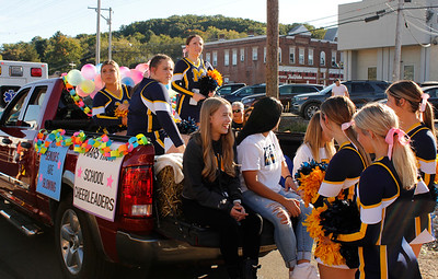 Mars Area School District Cheerleaders get their float ready for the Homecoming parade. Julia Maruca/Butler Eagle