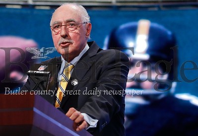 Former Pittsburgh Steelers quarterback Terry Hanratty announces the Steelers second round selection during the second round of the 2014 NFL Draft, Friday, May 9, 2014, in New York. (AP Photo/Jason DeCrow)