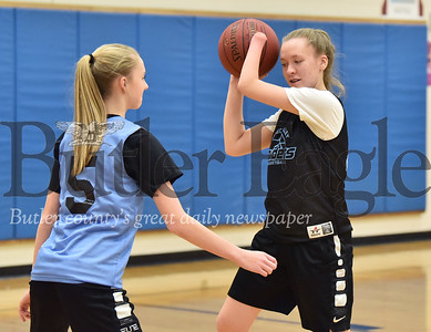 30121 Sydney Ring, one-handed girls basketball player at Seneca Valley