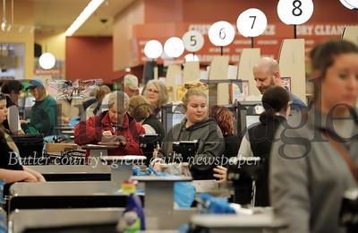 Shoppers at the Moraine Pointe Plaza Giant Eagle Friday. Seb Foltz/Butler Eagle  03/13/20