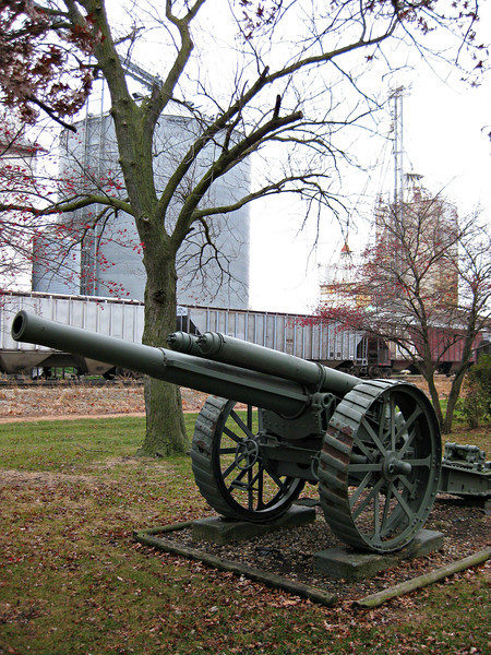 """Mk 1 5 inch (127.0 mm) heavy field gun - World War I Memorial"" - Daily Photo - 01/06/13<br /> <br /> Located in Fairbury, Illinois, approximately 5 miles west of where Routes 47 and 24 intersect.  A small community with some interesting history, serving as a transportation hub with land disputes among town founders and rival communities over the railroad; a 26 year legal battle related to a local restaurant owner named Ronald McDonald; a feud fueled by arson accusations over a local hotel fire that divided Fairbury into rival camps; and, a series of fires that reportedly led to the village being once known as ""the most flammable town in the Midwest""."