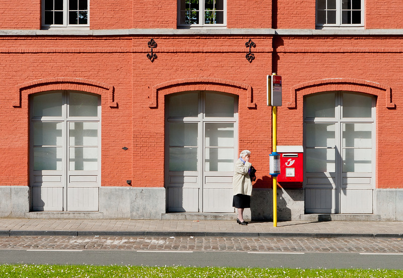 13-05-2012 : Alone at the bus stop...