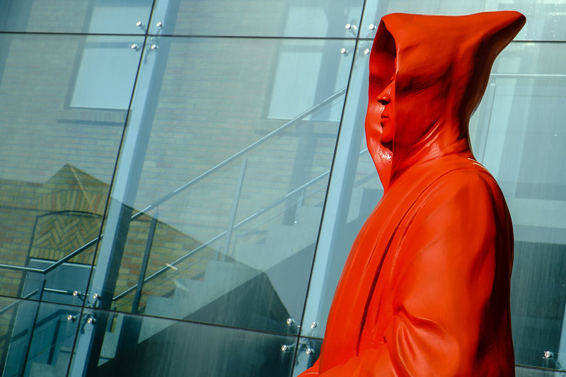 27-04-2014: Red monk