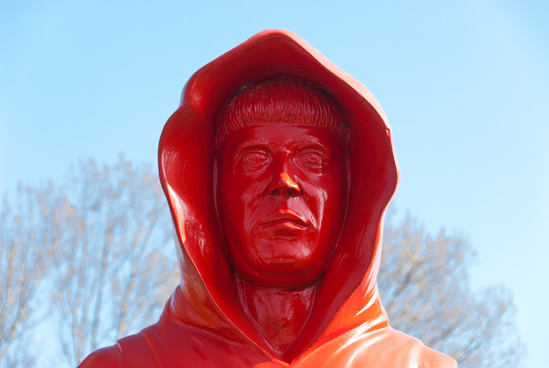 17-04-2012:  Red monk