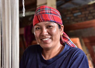 NEP_2030-7x5-Woman-Weaver