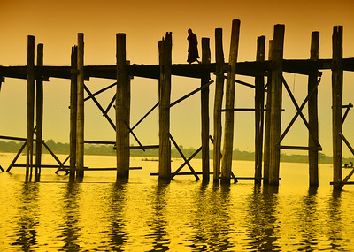 MYA_3025-Monk on Bridge