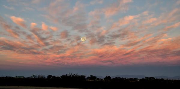 NEA_0152-Sunrise-Moon
