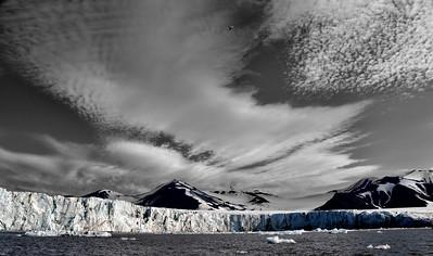 ART_3172-Glacier-Clouds-BW