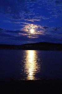 P1010022-Moon 0n Water