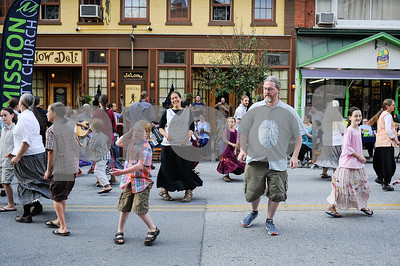 Robert Layman / Staff Photo People dance to acoustic music on Center Street outisde of the Yellow Deli during Friday Night Live.
