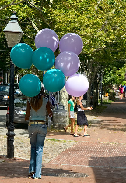 <h3>Balloon Girl</h3> 18 August 2006