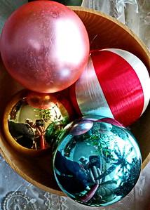 12/19   Selfies in Christmas Ornaments