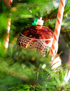 I reckon this scratched up ornament is about 30 years old…. one of my favourite things about Christmas is re-uniting with Christmases past through all these little treasures…  Thanks so much for all your views & comments over the past day or two, and thanks SO much for not laughing at my silly attempt at haiku.  :) I am certainly no poet but I do love playing with words….  Last day of 2018 - make it a good one my friends!  12/31/18
