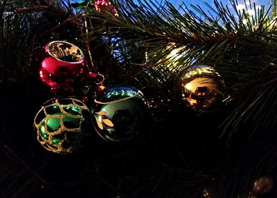 1/5   Lights Reflecting in Ornaments on Wreath