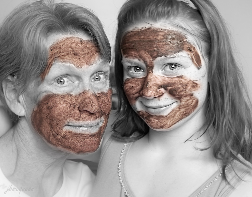 Playing in the mud never has to end when you're lucky enough to have grandchildren....!  The days of playing with Barney, Polly Pockets & Littlest Pet Shop are long gone..... now we play with makeup, hairstyles & mud masks.... chocolate flavoured mud masks to be exact!  I thought this might give you a bit of a chuckle to help get you over the Wednesday hump... :-)) 05.25.11