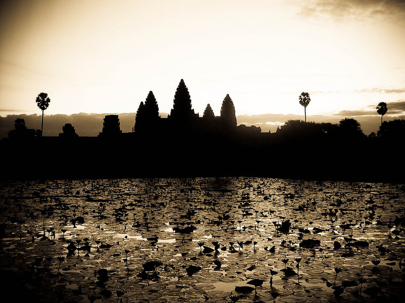 MINOLTA DIGITAL POINT AND SHOOT<br /> This is a picture of the famous Angkor wat in Cambodia. I was flipping through some of my pictures this morning and couldn't believe that it has already been three years since I was there last. I took this with my little minolta Xi. I bought it in the day's where a 3.1 mega pixel camera was good! I loved this camera. Looking at a lot of my pics really makes me want to go back to these places with my SLR and try again.