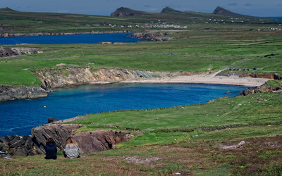 The Slea Head Drive is a circular route, beginning and ending in Dingle, that takes in a large number of attractions and stunning views on the western end of the peninsula. .. The Drive  follows the coast north, past Coumenoole Strand, where some of the filming of Ryan's Daughter took place