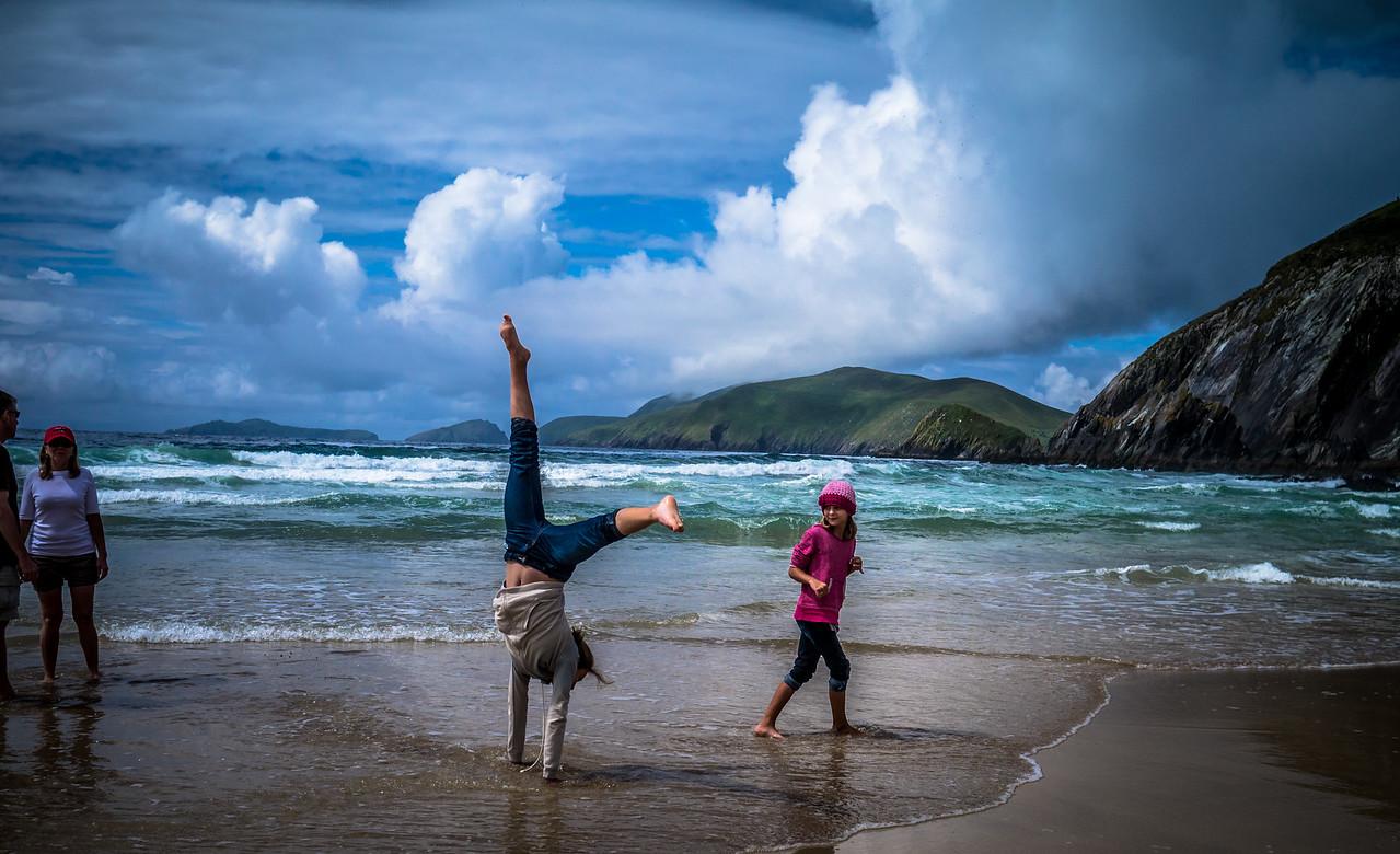 29/07/2012 An American family from  Washington D.C enjoying the beauty of an Irish beach