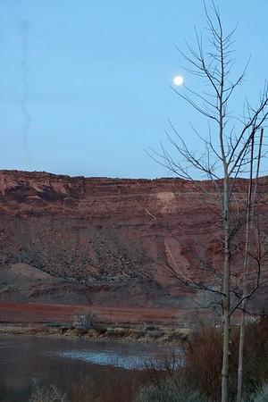 Moon Setting -- 03/14/17