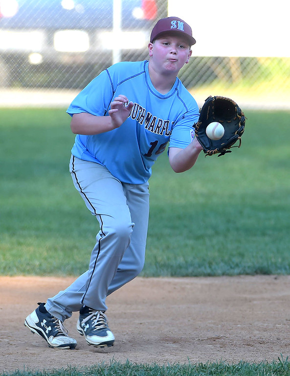 . PETE BANNAN  DIGITAL FIRST MEDIA  South Marple third baseman Brandon Arellino handles a groundball against Media in District 19 Little League playoffs at Aston-Middletown Monday evening.