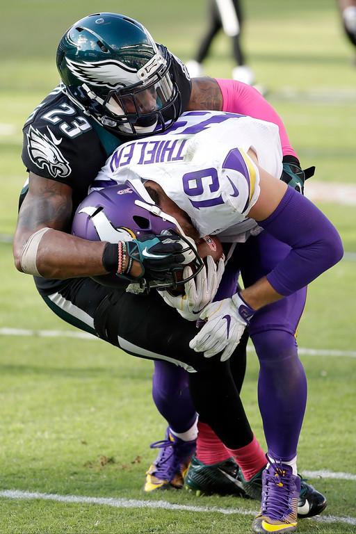 . Philadelphia Eagles\' Rodney McLeod, left, tackles Minnesota Vikings\' Adam Thielen during the second half of an NFL football game, Sunday, Oct. 23, 2016, in Philadelphia. (AP Photo/Chris Szagola)