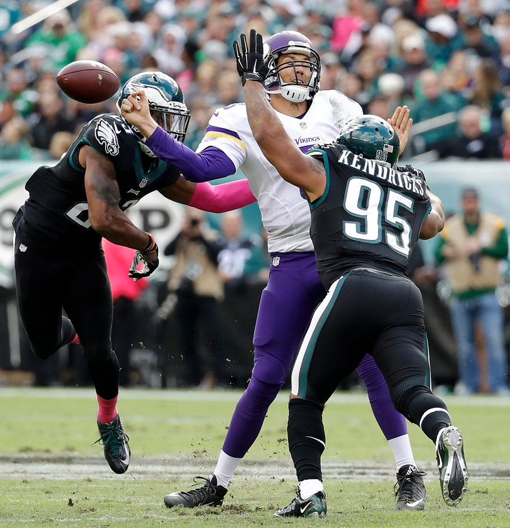 . Minnesota Vikings\' Sam Bradford, center, fumbles the ball against Philadelphia Eagles\' Mychal Kendricks, right, and Rodney McLeod during the first half of an NFL football game, Sunday, Oct. 23, 2016, in Philadelphia. (AP Photo/Chris Szagola)
