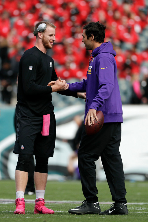 . Minnesota Vikings quarterback Sam Bradford, right, talks to Philadelphia Eagles quarterback Carson Wentz during warmups before an NFL football game, Sunday, Oct. 23, 2016, in Philadelphia. (AP Photo/Michael Perez)