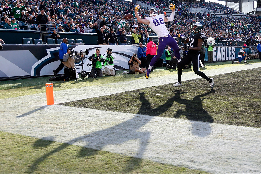 . Minnesota Vikings\' Kyle Rudolph, left, cannot make a catch in the end zone against Philadelphia Eagles\' Nolan Carroll during the second half of an NFL football game, Sunday, Oct. 23, 2016, in Philadelphia. (AP Photo/Chris Szagola)