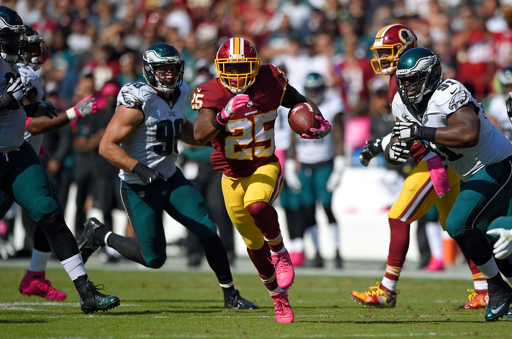. Washington Redskins running back Chris Thompson (25) rushes the ball in the first half of an NFL football game against the Philadelphia Eagles, Sunday, Oct. 16, 2016, in Landover, Md. (AP Photo/Nick Wass)