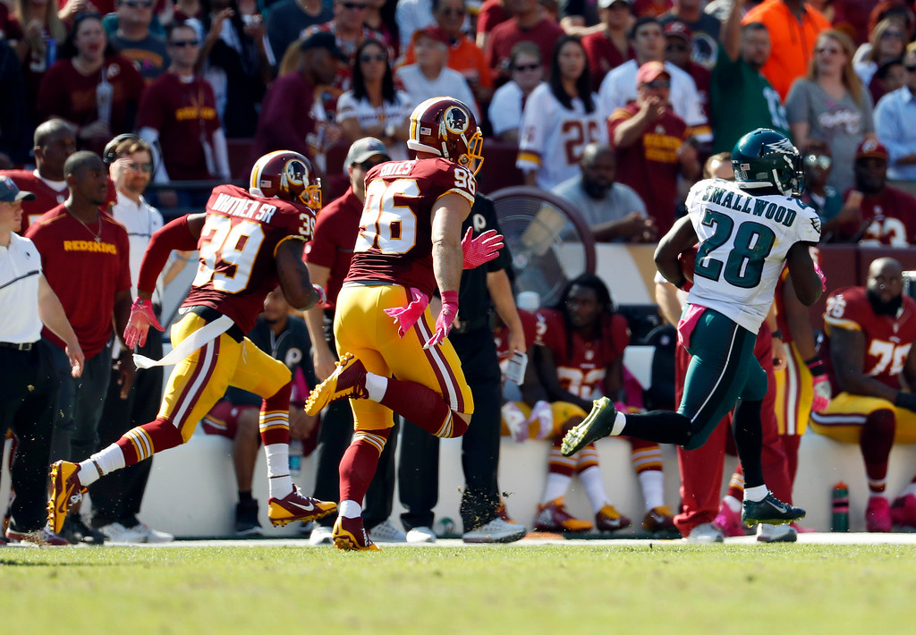 . Philadelphia Eagles running back Wendell Smallwood (28) returns a kickoff for a touchdown past Washington Redskins defenders Keith Marshall (39) and Houston Bates (96) in the first half of an NFL football game, Sunday, Oct. 16, 2016, in Landover, Md. (AP Photo/Alex Brandon)