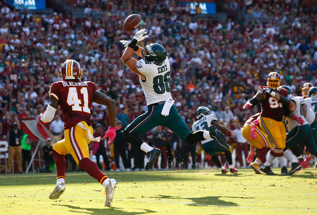 . Philadelphia Eagles tight end Zach Ertz (86) is unable to hold onto a pass attempt in front of Washington Redskins free safety Will Blackmon in the second half of an NFL football game, Sunday, Oct. 16, 2016, in Landover, Md. (AP Photo/Alex Brandon)