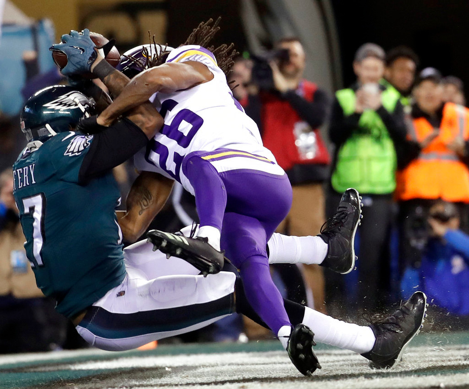 . Philadelphia Eagles\' Alshon Jeffery catches a touchdown pass in front of Minnesota Vikings\' Trae Waynes during the second half of the NFL football NFC championship game Sunday, Jan. 21, 2018, in Philadelphia. (AP Photo/Michael Perez)