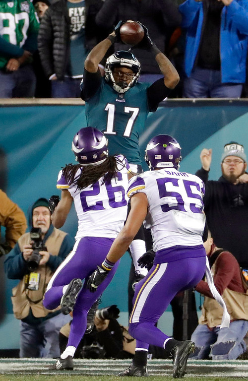. Philadelphia Eagles\' Alshon Jeffery catches a touchdown pass during the second half of the NFL football NFC championship game against the Minnesota Vikings Sunday, Jan. 21, 2018, in Philadelphia. (AP Photo/Matt Slocum)