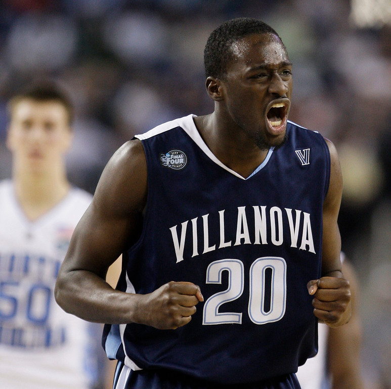. Villanova\'s Shane Clark reacts to a play in the second half against North Carolina during a men\'s NCAA Final Four semifinal college basketball game Saturday, April 4, 2009, in Detroit.  (AP Photo/Eric Gay)