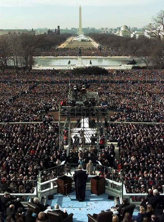 . President Clinton gives his inaugural speech after being sworn in for his second term by Supreme Court Chief Justice William Rehnquist during the 53rd Presidential Inauguration Monday, Jan. 20, 1997, in Washington.  (AP Photo/Wilfredo Lee)