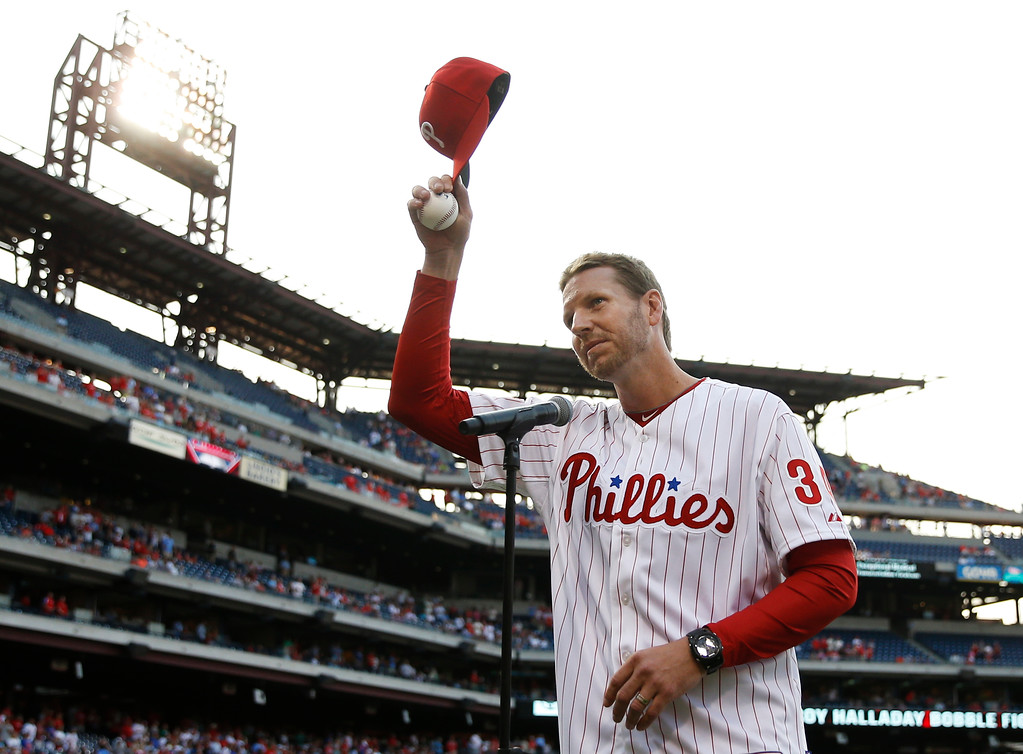 . FILE - In this Aug. 8, 2014, file photo, former Philadelphia Phillies\' Roy Halladay acknowledges the crowd before a baseball game against the New York Mets, in Philadelphia. Authorities have confirmed that former Major League Baseball pitcher Roy Halladay died in a small plane crash in the Gulf of Mexico off the coast of Florida, Tuesday, Nov. 7, 2017. (AP Photo/Matt Slocum, File)