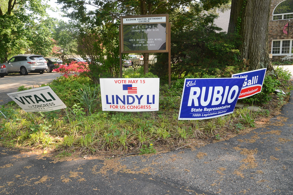 . PETE  BANNAN-DIGITAL FIRST MEDIA     Campaign signs outside Radnor United Methodist church.