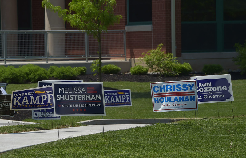 PETE  BANNAN-DIGITAL FIRST MEDIA         Campaign posters outside Tredyffrin Township building.