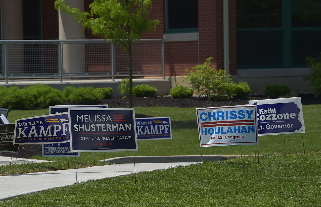 . PETE  BANNAN-DIGITAL FIRST MEDIA         Campaign posters outside Tredyffrin Township building.
