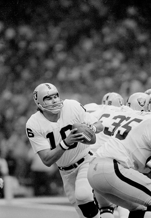 . Oakland Raiders quarterback Jim Plunkett fades back to pass in the first quarter of Super Bowl XV in New Orleans, Jan. 25, 1981.  (AP Photo/Pete Leabo)