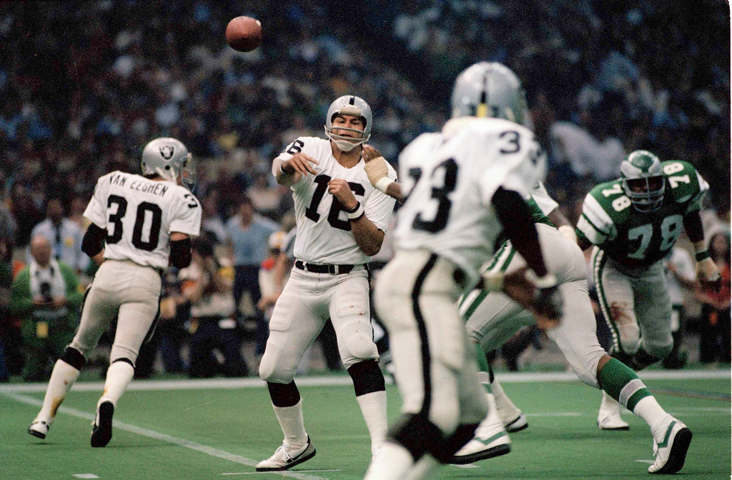 . Jim Plunkett (16) quarterback for the Oakland Raiders in Super Bowl XV at the Louisiana Superdome in New Orleans against the Philadelphia Eagles, Jan. 25, 1981. The Raiders won 27-10. (AP Photo)