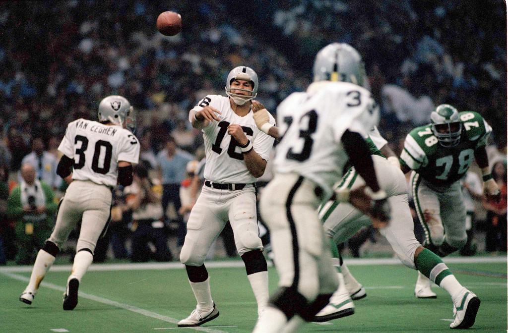 . Jim Plunkett (16) quarterback for the Oakland Raiders in Super Bowl XV at the Louisiana Superdome in New Orleans against the Philadelphia Eagles, Jan. 25, 1981. The Raiders won 27-10. (AP Photo)