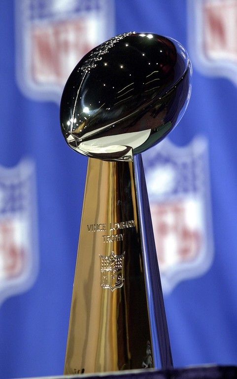 . ** FOR USE AS DESIRED WITH SUPER BOWL XXXIX STORIES ** The Vince Lombardi Trophy is displayed in this, Feb. 1, 2002 in New Orleans.  The New England Patriots take on the Philadelphia Eagles in Super Bowl XXXIX on Sunday, Feb. 6, 2005 in Jacksonville, Fla. (AP Photo/Tony Gutierrez)