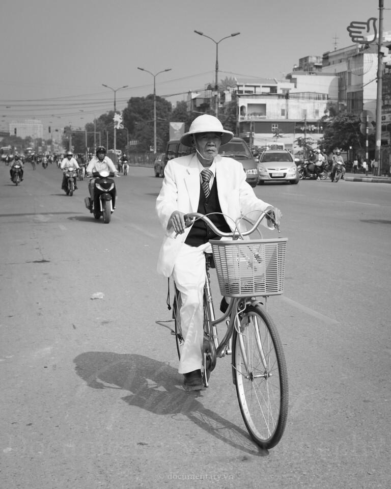 Ông già đi xe đạp