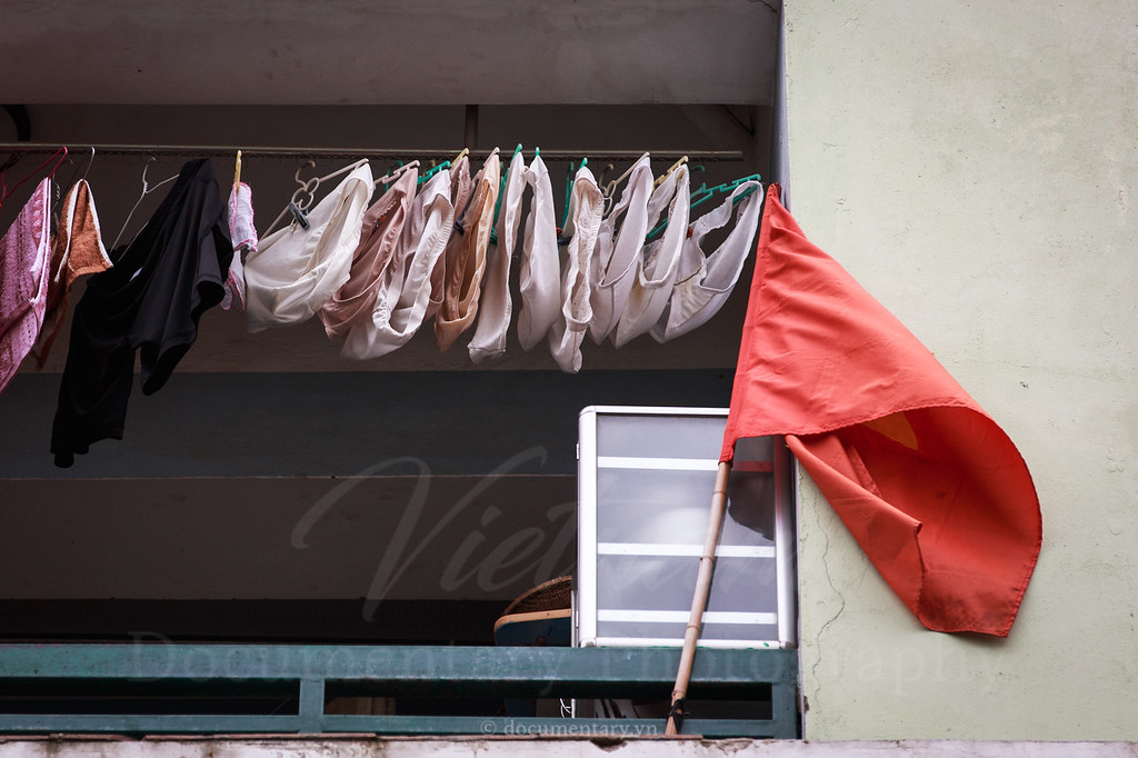 Treo cờ đỏ (sao vàng)