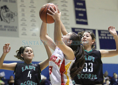 Española High School vs. Farmington High School, girls basketball game in Santa Fe, N.M., on Dec. 27, 2011.  Photos by Natalie Guillén/The New Mexican