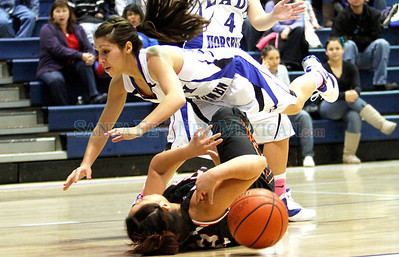 St. Michael's vs. Taos, girls basketball game in Santa Fe, N.M. on Dec. 31, 2010.  Natalie Guillén/The New Mexican
