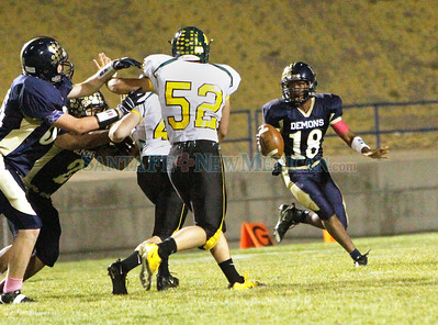 Los Alamos vs. Santa Fe High, boys football game in Santa Fe, N.M. on Oct. 14, 2011.  Natalie Guillén/The New Mexican
