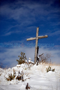 Snowy scenes from Santa Fe on Dec. 23, 2008.          (Luis Sanchez Saturno/The New Mexican)